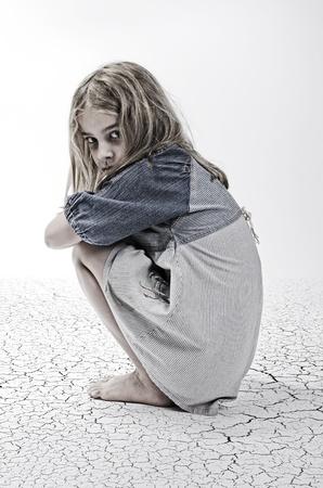 fille triste: La maltraitance des enfants