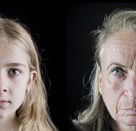 arrugas: Abuela y nieta primer frente mirando a la cámara