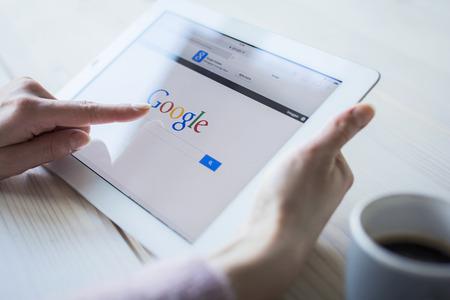 Google sur iPad Banque d'images - 25694949