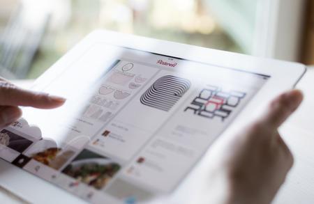 Cette page Pinterest sur iPad close up