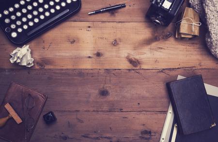 libros antiguos: escritores retro cabecera h�roe escritorio Foto de archivo