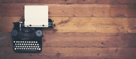 typewriter: cabecera héroe de la máquina de escribir retro Foto de archivo
