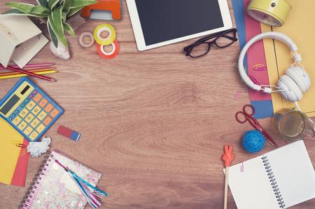 psací stůl: kreativní dospívající záhlaví tabulky top hrdina Reklamní fotografie