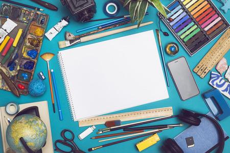 Mockup image with blank sketchbook 版權商用圖片