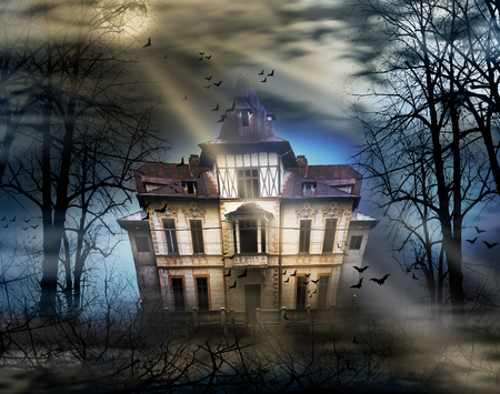 Haunted house with full moon 스톡 콘텐츠