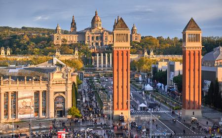 BARCELONA, SPAIN, PIAZZA DE ESPANYA - 28 MAY 2017. Busy city life on Piazza d, Espanya in Barcelona.