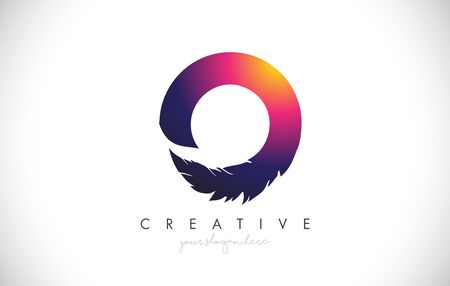 O Feather Letter Logo Icon Design With Feather Feather Creative Look Vector Illustration in Purple Magenta Colors. 免版税图像 - 132640933