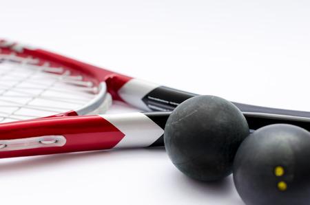 racquetball: Primer plano de Squash raqueta aislado en blanco con las bolas Foto de archivo