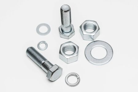 bolts and nuts: Vista superior de dispuestas tuercas, tornillos y roscas aislado en blanco