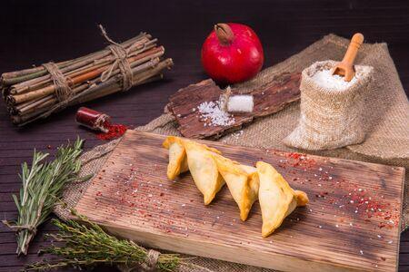 cedro: Home-made Arab cheese and sesame powder pies, deep fried Foto de archivo