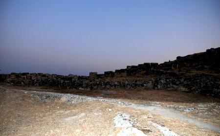 pamuk: Daybreak in Hieropolis, Pamuk Kale, Turchia Archivio Fotografico