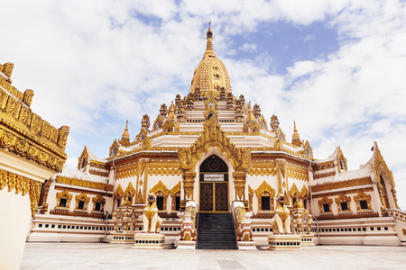 Swe Taw Myat (as known as Buddha Tooth Relic Pagoda) in Yangon, Myanmar Imagens - 94295247