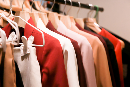 Close up of many colors of fashionable business suits hanging on rack for sale in store Reklamní fotografie - 107919437