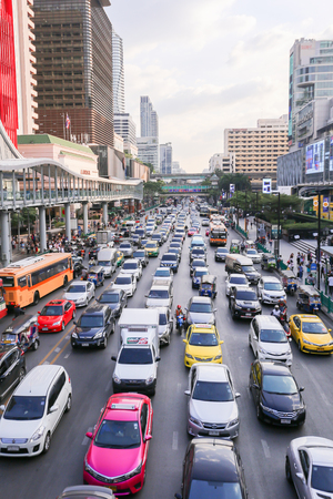 BANGKOK, THAILAND - December 14 2019: Heavy traffic in front of Central World. Central World is one of the most jammed traffic congestion in Bangkok metro city Redactioneel