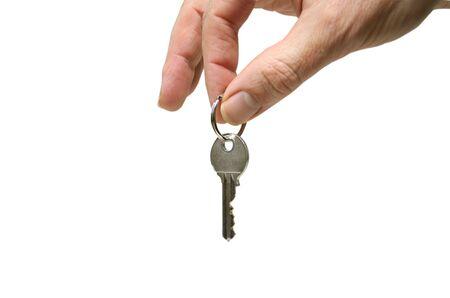 hand die een sleutel geïsoleerd op witte achtergrond  Stockfoto