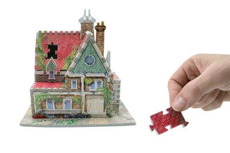 huis met hand en ontbrekende schakel Stockfoto