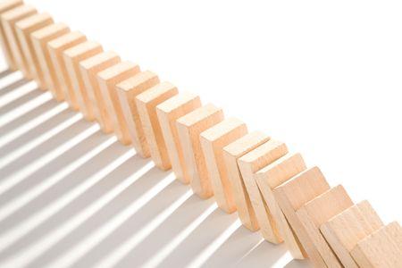 Domino isolée sur blanc comme un concept abstrait