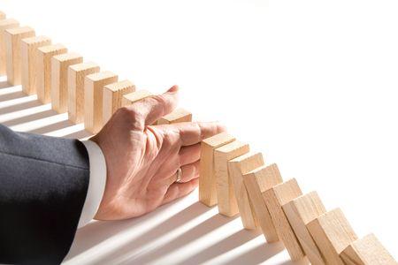 Domino geïsoleerd op wit als een abstract management concept  Stockfoto