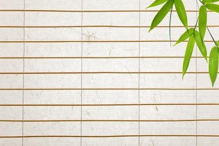 rijstpapier blinds met bamboe bladeren Stockfoto