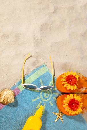 strand items op een handdoek met kopie-ruimte
