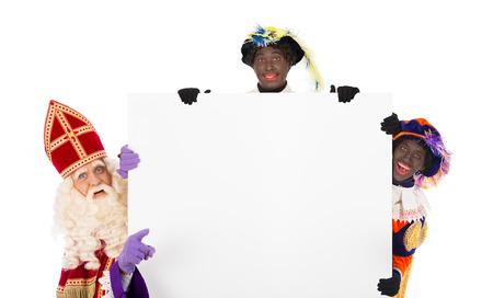 Sinterklaas en Zwarte Piet met aanplakbiljet. geïsoleerd op een witte achtergrond. Nederlandse karakter van de Kerstman Stockfoto
