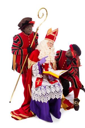 Sinterklaas avec le livre. isolé sur fond blanc. Caractère néerlandais du Père Noël Banque d'images