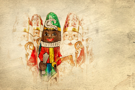 zwarte: Close up of Sinterklaas and Black Pete on old paper . Saint  Nicholas chocolate figure of  Dutch character of Santa Claus