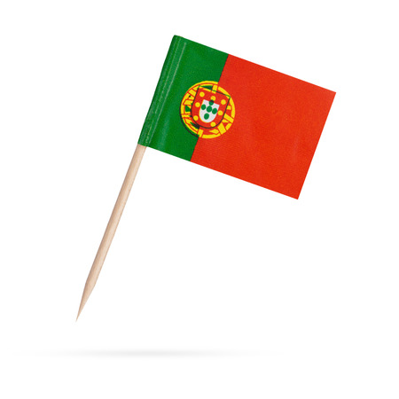 bandera de portugal: Bandera de papel en miniatura Portugal. Aislado en blanco background.with sombra debajo