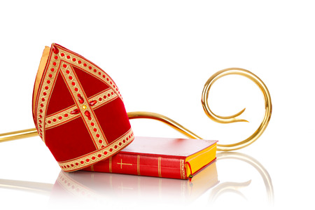 Mitre of mijter en staf van Sinterklaas. Geïsoleerd op een witte achtergrondgeluid. Een deel van een Nederlandse traditie Sancta Stockfoto