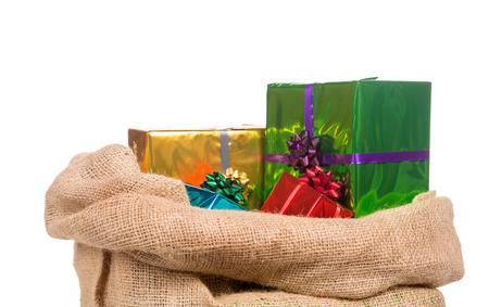 贈り物シンタークラースのバッグです。白い背景上に分離。典型的なオランダの文字聖の誕生日を祝う伝統行事の一部。12 月にニコラス (サンタ ク 写真素材