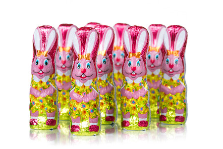Chocolate Easter bunny figure. Easter chocolate rabbit figurines. Isolated on white background Stockfoto