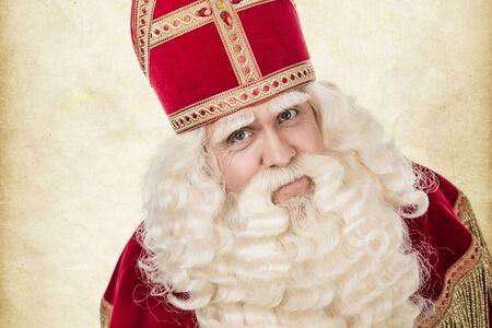 Portret van Sinterklaas. Geïsoleerd op een witte achtergrond. Vintage editing photo