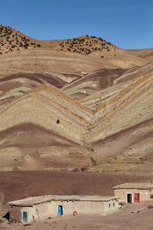 Maroc. Kleine nederzetting in droge erosische High Atlas Mountains in Marokko.