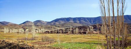 Klein dorp in de High Atlas Mountains in Marokko in de winter. panoramisch uitzicht Stockfoto