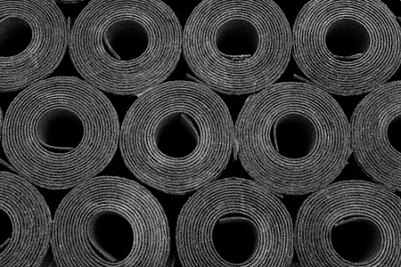 Closeup of Rolls of new black roofing felt or bitumen. Stockfoto