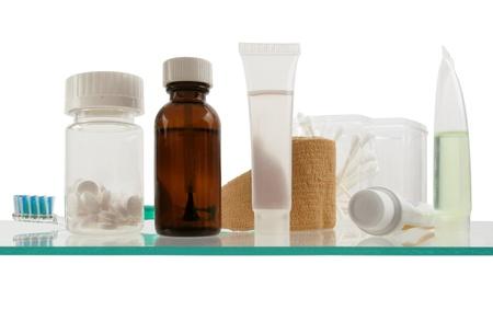 medicamentos: Limpio y simple vista de una plataforma en un armario de la medicina moderna