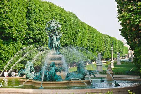 french renaissance: Fuente en el parque en la zona del Palacio Luxemburgo, Par�s