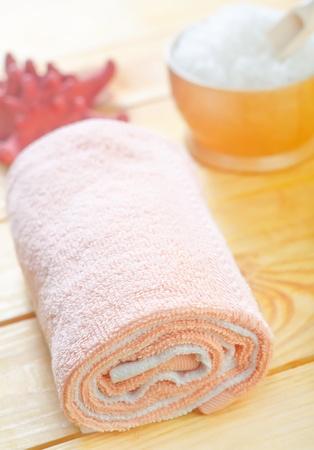 wrest: towels