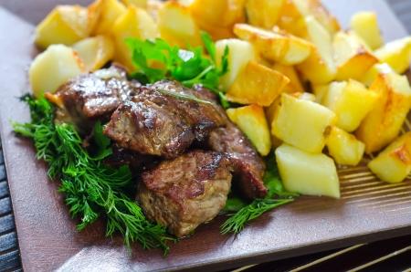 pancetta cubetti: Carne al forno con patate