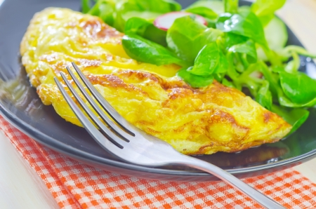 omelette with salad photo