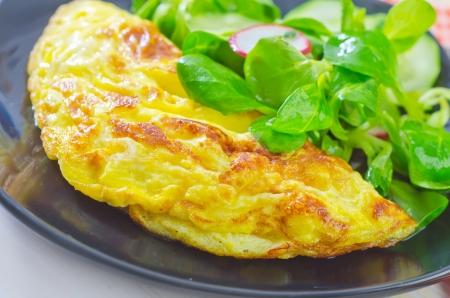 omeleta se salátem