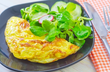 omelette with salad