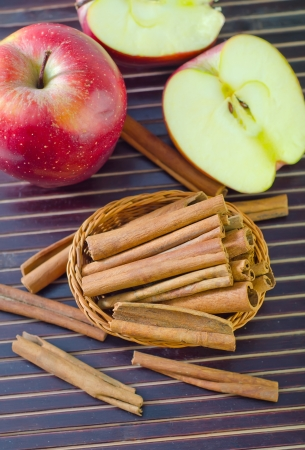 apples and cinnamon photo