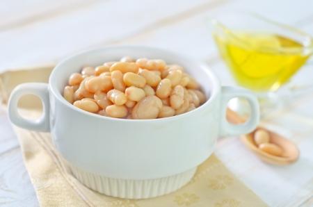 pinto bean: white beans in bowl