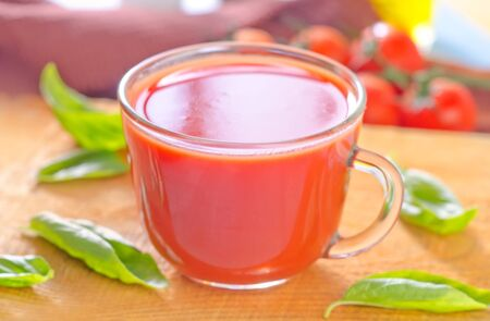 jugo de tomate: jugo de tomate