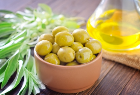 oilcan: green olives