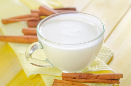 milk with cinnamon photo