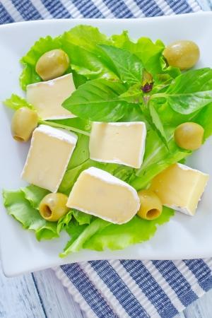 caloric: salad with camembert