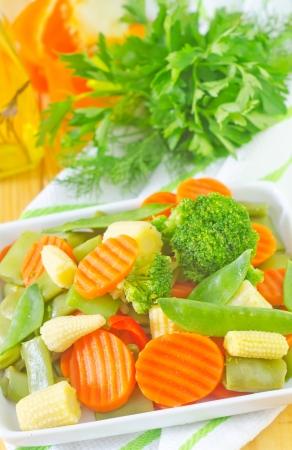brocoli: raw vegetables, mix vegetables