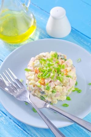 ensaladilla rusa: ensalada olivier Foto de archivo